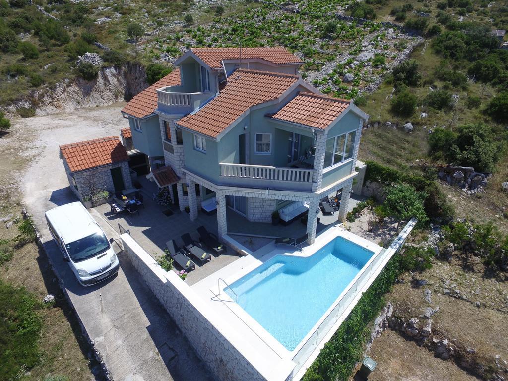 Villa A Tre Piani discover dalmatia - villa adriana - ville con piscine